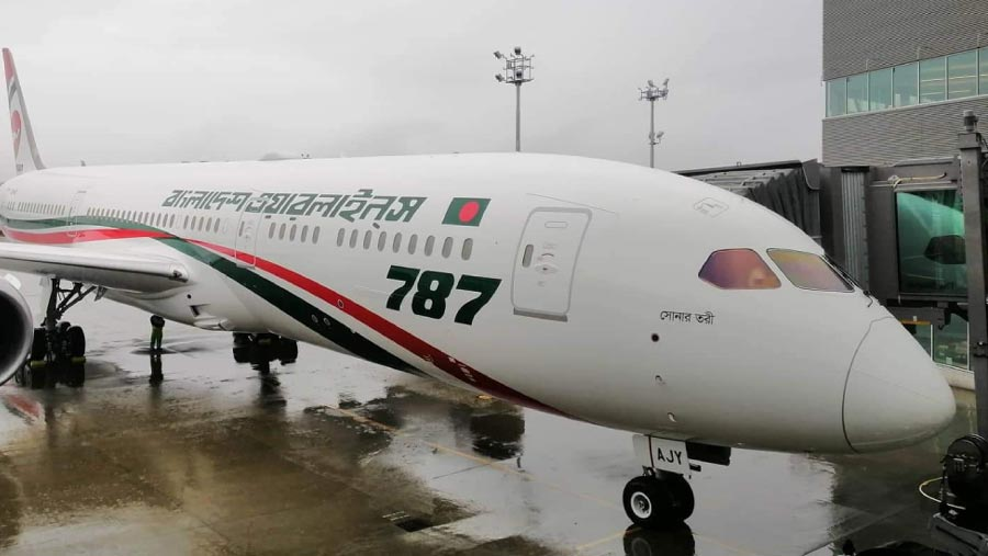 Dreamliner 'Sonar Tori' starts for Dhaka