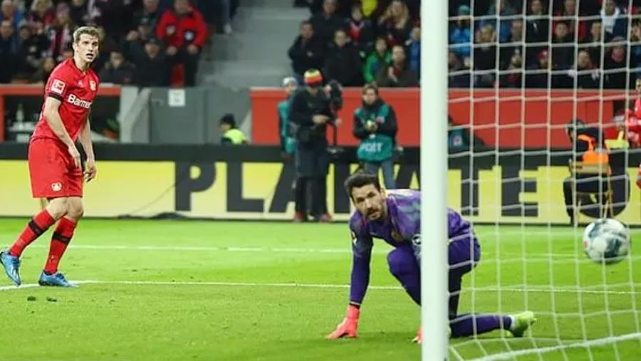 Bayer Leverkusen win seven-goal thriller