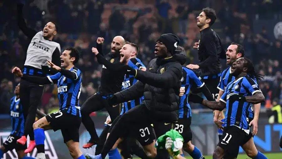 Inter stun Milan to go top of Serie A