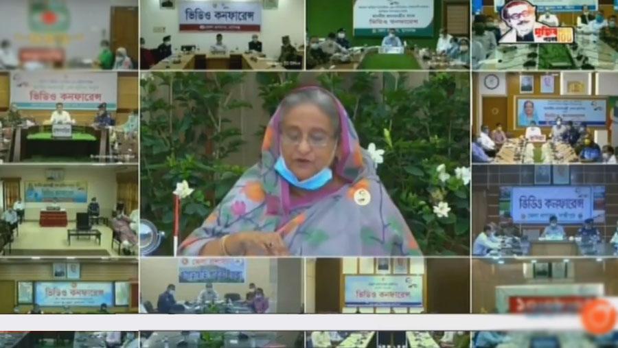 PM announces health insurance for doctors, nurses, health workers