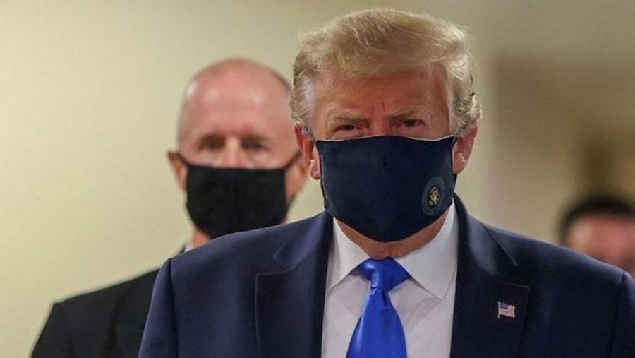 Trump finally wears facemask in public