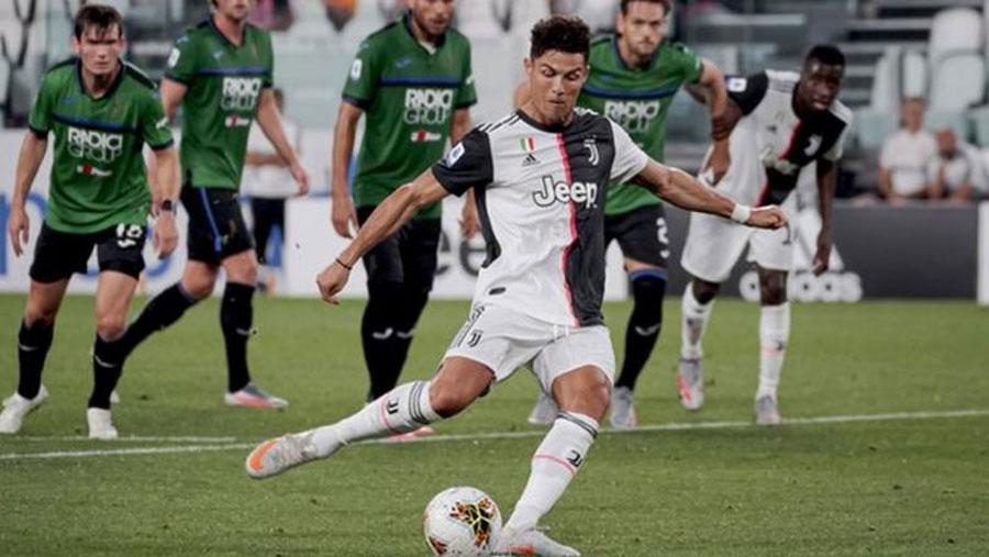 Ronaldo's two penalties rescue Juventus