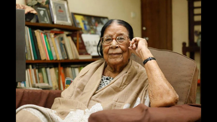 Country's first female photographer Sayeeda Khanam no more