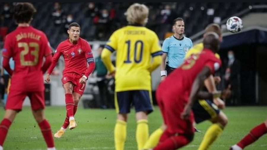 CR7 passes 100 goals for Portugal
