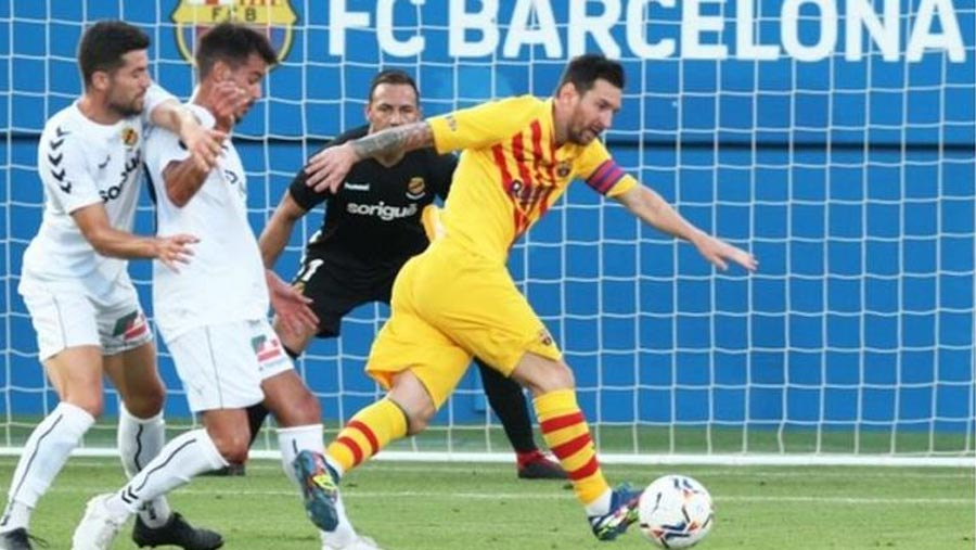 Messi plays for Barca in friendly