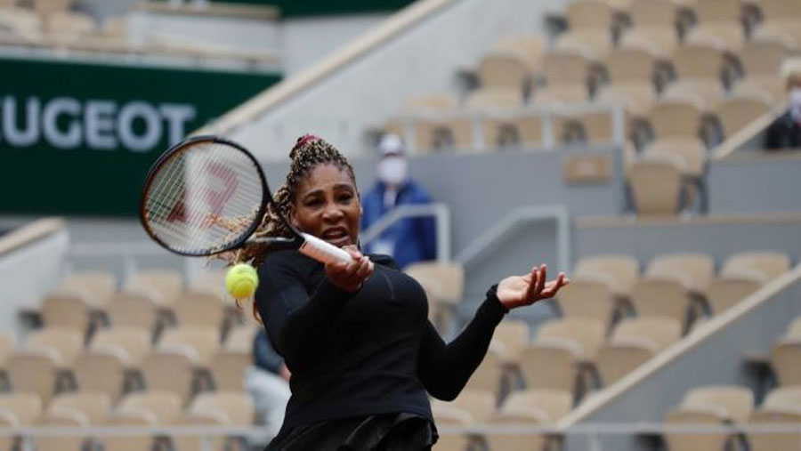 French Open: Serena overcomes slow start to win