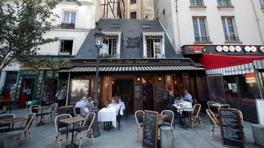 Paris goes on maximum virus alert