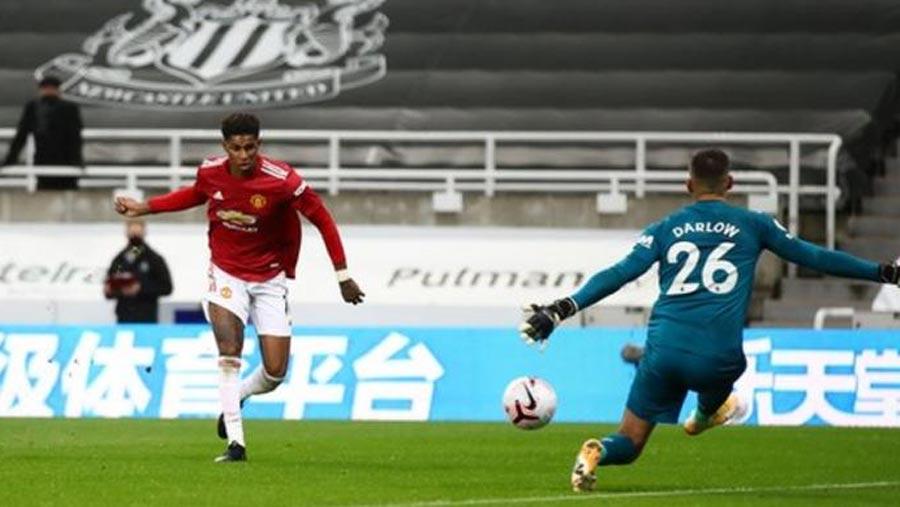 Man U score 3 late goals to seal win at Newcastle