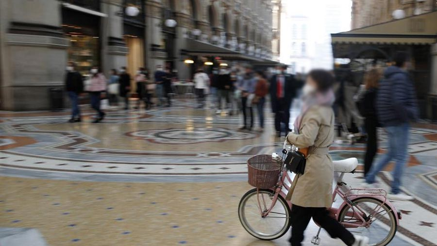 Italy tightens rules after coronavirus cases surge
