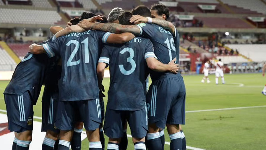 Martinez and Gonzalez give Argentina crucial win