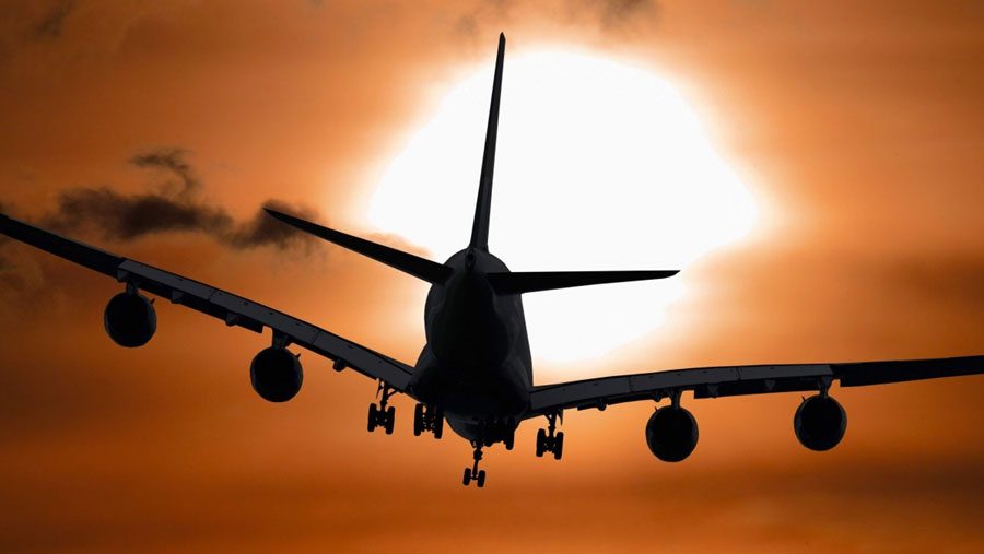 Saudi Arabia extends suspension of international flights by a week