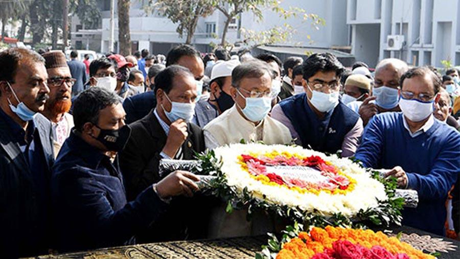 Information Minister pays tribute to Mizanur Rahman Khan