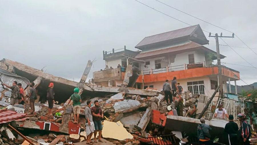 Indonesia quake kills at least 42, injures hundreds