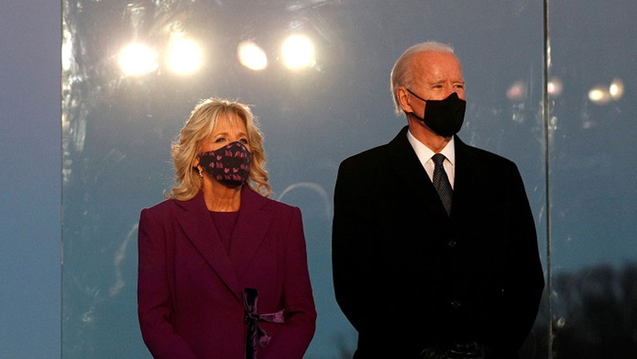 Joe Biden leads Covid memorial on eve of inauguration