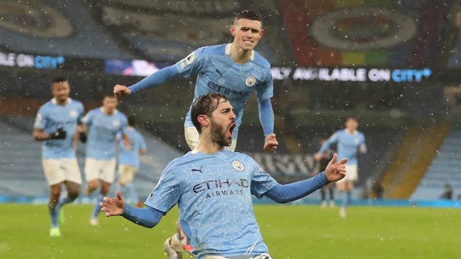 Man City top briefly after beating Villa 2-0