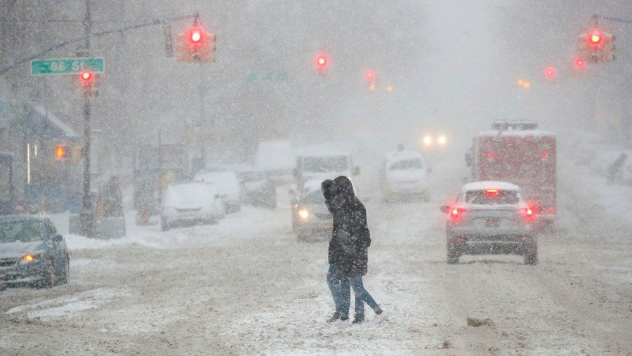 Huge snowstorm hits US east coast