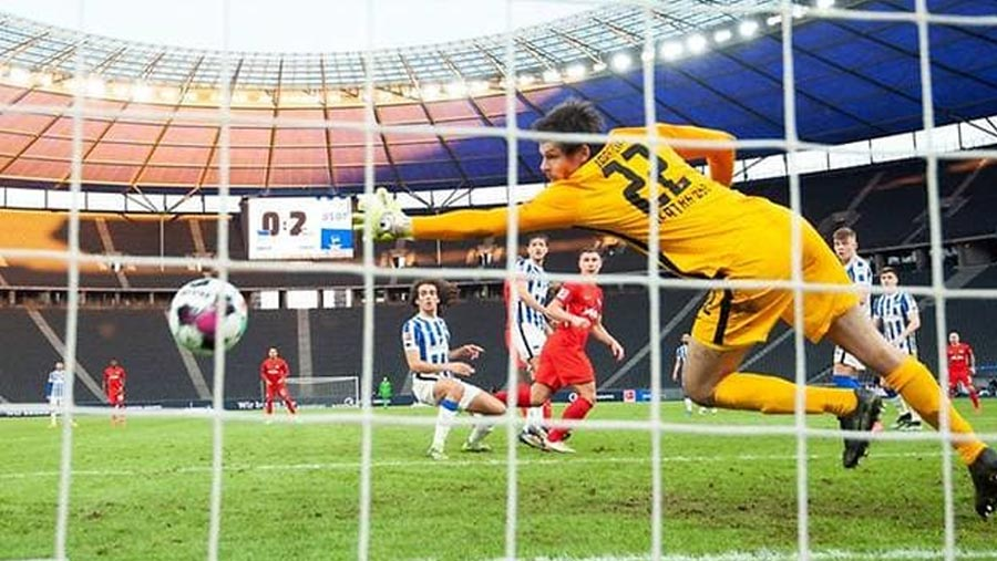 Leipzig power past Hertha to close in on Bayern