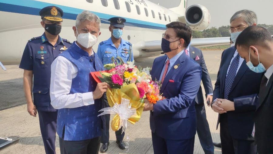 Indian External Affairs Minister arrives in Dhaka