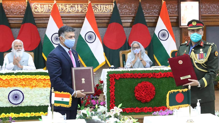 Dhaka, Delhi exchange five MoUs on trade, disaster, ICT