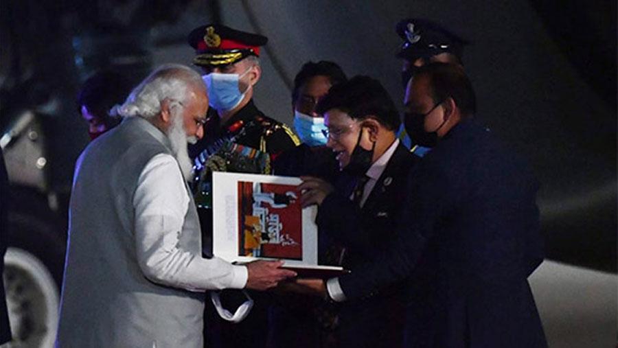 Modi leaves for Delhi ending two-day visit