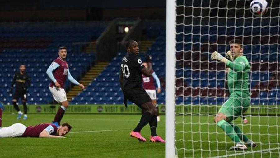 Antonio double sends West Ham into fifth