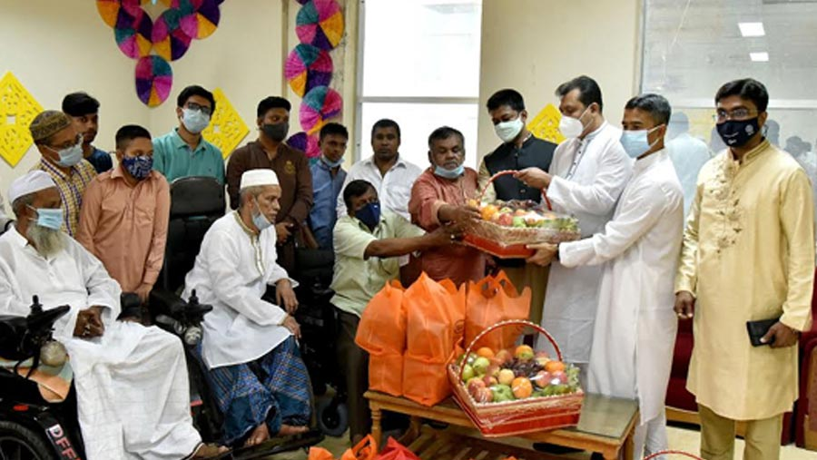 PM greets Freedom Fighters with gifts on Eid-ul-Fitr