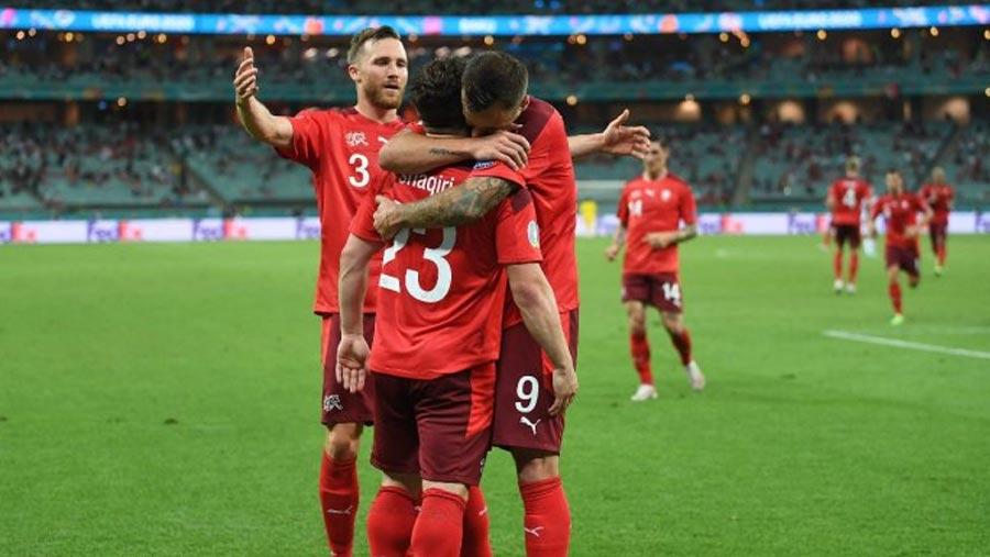 Switzerland advance to last 16 of Euro