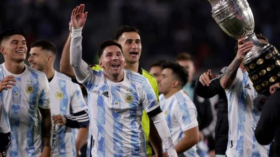 Messi breaks Pele's int'l goal record with hat-trick
