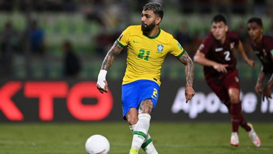 Barbosa helps preserve Brazil's winning start